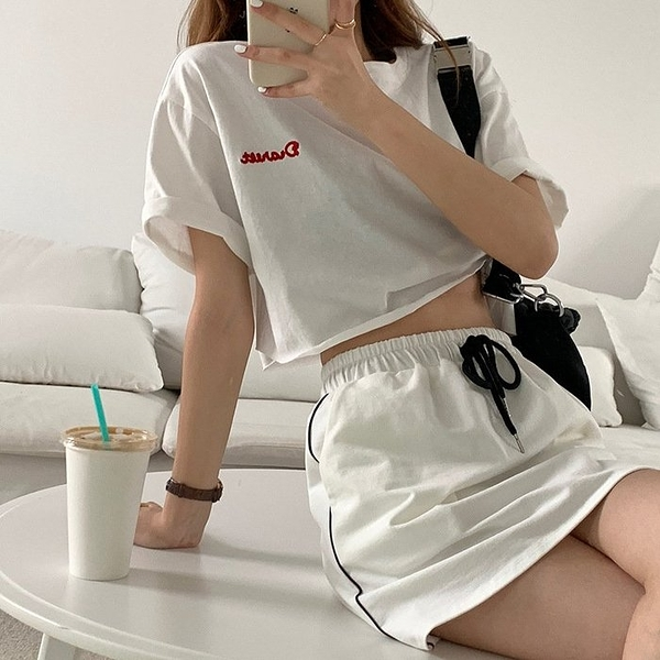 NiCELIFE 實拍 短款刺繡散口卷邊短袖T恤 【C9275】女韓系 寬鬆上衣