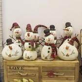 聖誕節裝擺件 圣誕節裝飾毛絨娃娃白色雪人公仔帶帽圍巾小胖子雪人商場櫥窗擺件