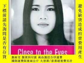 二手書博民逛書店Close罕見to the Eyes: The Portrait