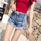 VK精品服飾 韓系時尚流蘇邊兩色扣環牛仔短褲單品短褲