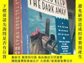 二手書博民逛書店GAMES罕見TO KEEP THE DARK AWAYY262