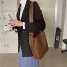 單肩包 春夏chic休閒簡約包包女2021新款韓版時尚復古百搭單肩斜挎水桶包【快速出貨八折搶購】