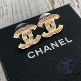 BRAND楓月 CHANEL 香奈兒 粉紅 淺黃 雙色條紋 雙C LOGO 針式耳環 飾品 配件