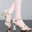 魚口鞋 女士涼鞋女2021年新款夏季百搭仙女風時裝水晶中跟魚嘴高跟鞋粗跟