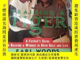 二手書博民逛書店TRAINING罕見A TIGER A Father s Account of How to Raise a Wi