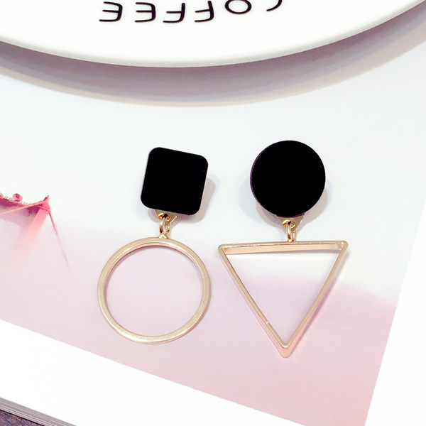 Star 日韓系列 -圓圈+三角耳環 - D115