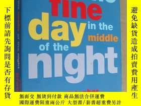 二手書博民逛書店ONE罕見FINE DAY IN THE MIDDLE OF T