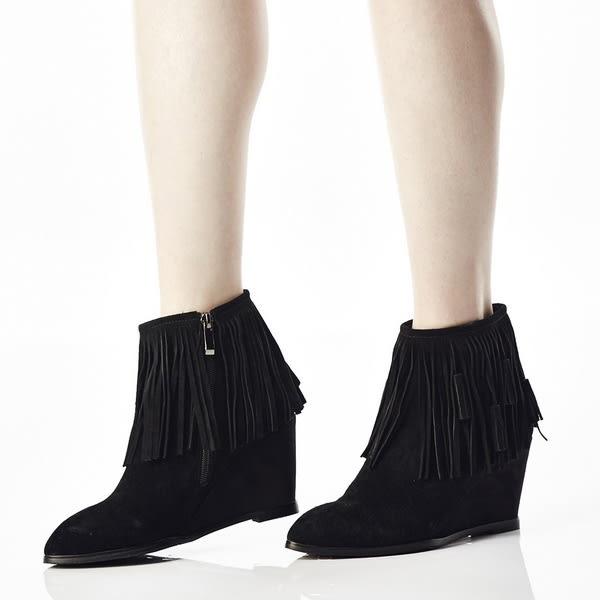 ★零碼出清★Keeley Ann 前衛衝擊~真皮素面極簡流蘇楔型短靴(黑色)