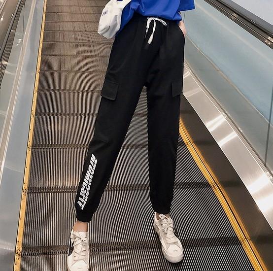 EASON SHOP(GW0754)實拍復古字母印花鬆緊腰抽繩綁帶多口袋工裝褲女高腰長褲直筒九分褲顯瘦休閒褲