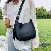 女士斜背包大容量側背包時尚水桶女包【邻家小鎮】