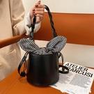 水桶包 高級質感洋氣包包女2021新款潮百搭ins側背斜背包小眾時尚水桶包 艾家