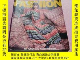 二手書博民逛書店外文原版罕見英文原版 DECADES OF FASHION The Hulton Getty Picture Co