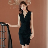 歐媛韓版 夏新款時尚氣質洋裝 V領無袖褶皺修身顯瘦包臀不規則連身裙女  店慶降價