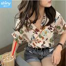 【V3380】shiny藍格子-復古港味.翻領滿版印花寬鬆短袖襯衫