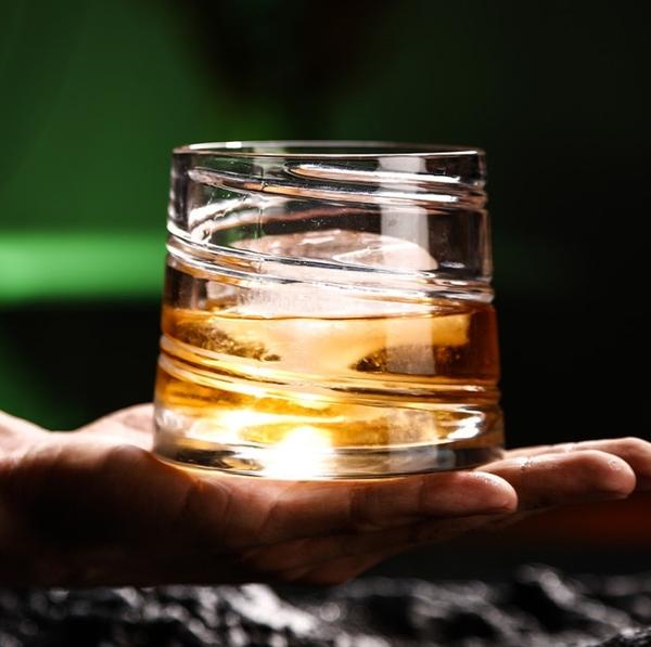 旋轉不倒翁水晶玻璃威士忌酒杯 加厚玻璃洋酒杯喝酒杯子白蘭地杯酒吧酒具啤酒杯