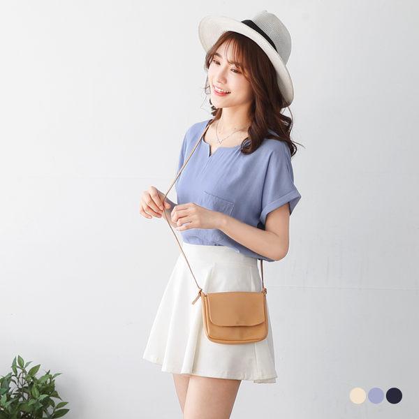 OB嚴選《AB2817-》素色單口袋造型反摺袖設計開衩領柔軟上衣.3色--適 S~L