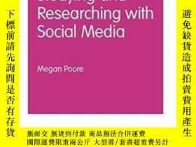 二手書博民逛書店Studying罕見And Researching With Social Media-利用社交媒體學習和研究