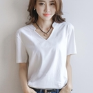t恤女2021夏裝新款白色V領短袖打底衫寬鬆休閒上衣韓版棉質體恤衫 果果輕時尚