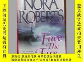 二手書博民逛書店英文原版罕見Face the Fire by Nora Robe