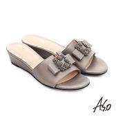 A.S.O 星光注目 珠光真皮花形水鑽楔型涼拖鞋 淺灰