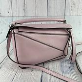 BRAND楓月 LOEWE 羅意威 珠光粉色 新尺寸 MINI PUZZLE 拼圖包 斜背包 手提包