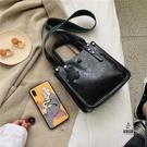 水桶包包女大容量斜背百搭側背包【愛物及屋...