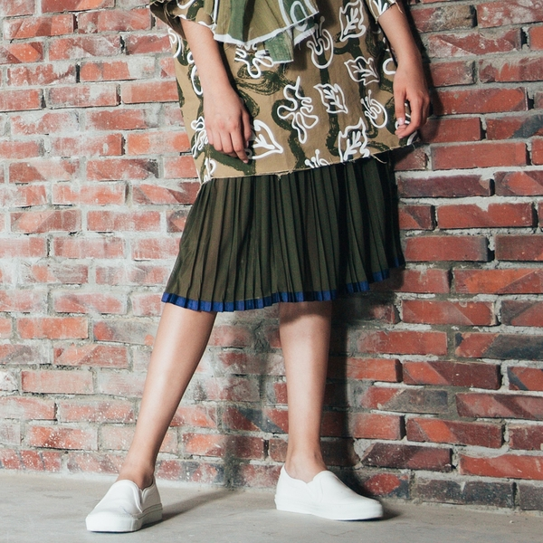 WHO CARES x Daniel Wong。釋放系列異材質拼接織帶百褶裙(軍綠)