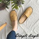 鞋面採用舒適PU材質 透氣內裡 穩健平跟好穿不累腳 游走忙碌都市中依然步履輕盈 此款偏小請選大一號