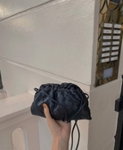 ■專櫃88折■Bottega Veneta全新真品 The Pouch 20 羔羊皮寬編織雲朵包 黑色