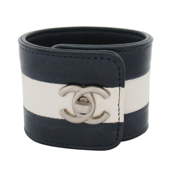 CHANEL 香奈兒 灰白雙色拼接雙C銀釦牛皮手環 CC Turn Lock Cuff Bracelet BRAND OFF