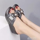 拖鞋女夏外穿時尚沙灘鞋中跟蝴蝶結涼鞋拖2021新款防滑媽媽一字拖「時尚彩紅屋」