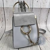 BRAND楓月 CHLOE FAYE系列 淺灰藍 手鐲 牛皮X麂皮 拼接 梯形 斜背小包 手機包