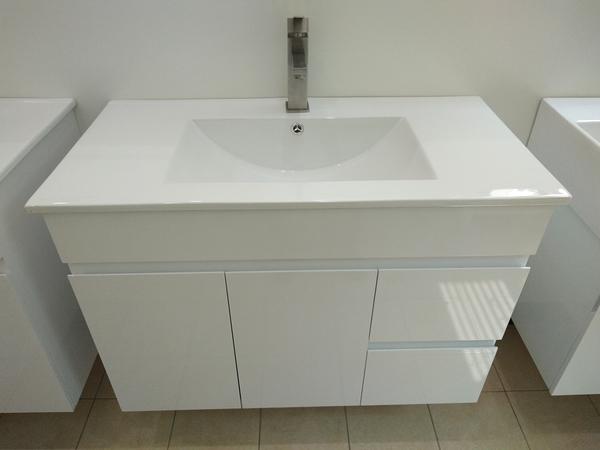 洗臉盆+浴櫃(吊櫃)+水龍頭+全部配件 寬91*深47*高62cm 100%防水PVC發泡板鋼烤