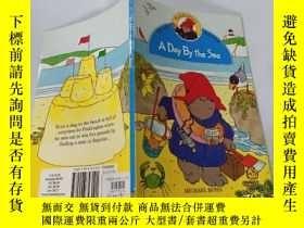 二手書博民逛書店A罕見Day By the Sea:海邊的一天Y200392