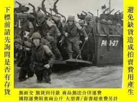 二手書博民逛書店D日罕見諾曼底登陸戰紀實 Invasion: The Story