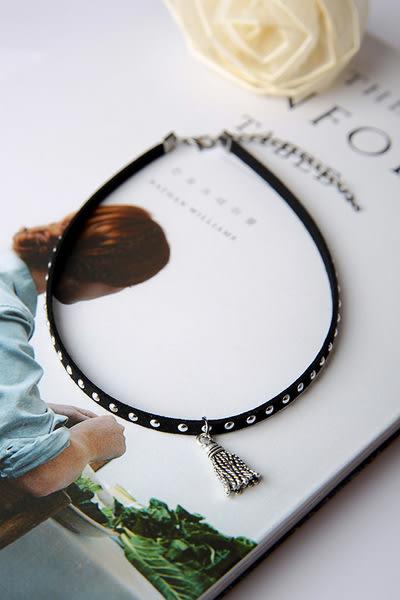 Qmigirl 韓版黑色頸鏈小鉚釘金屬流蘇鎖骨項鍊【QG2282】