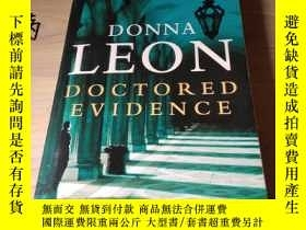 二手書博民逛書店Doctored罕見Evidence by Donna Leon