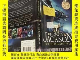 二手書博民逛書店Percy罕見Jackson: The Demigod Files (Film Tie-in)波西傑克遜Y20