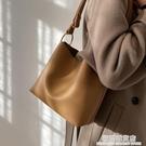 百搭洋氣大容量包包女冬2020網紅新款潮時尚高級感單肩斜挎水桶包 極簡雜貨