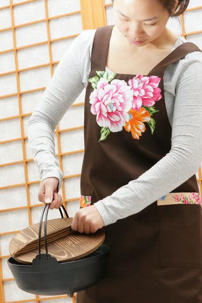 鹿港窯-母親節精選禮物~Hot最新流行阿媽布花【圍裙、工作裙】咖啡色