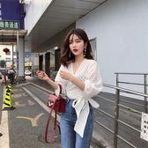 韓風Chic小心機鏤空V領蕾絲上衣夏綁帶修身長袖洋氣小衫女【博雅生活館】