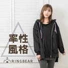 保暖外套--美式率性英文貼布繡個性英文印圖抽繩連帽外套(黑L-3L)-J322眼圈熊中大尺碼