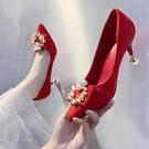 紅色婚鞋女細跟高跟鞋秀禾中式伴娘鞋方扣結婚鞋子新娘鞋中跟孕婦 【快速出貨】