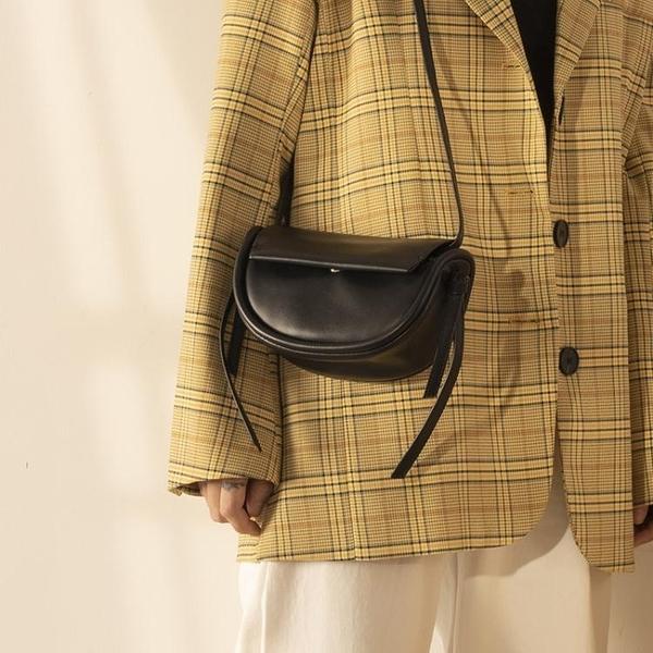 馬鞍包 簡約馬鞍包2020新款可愛mini流蘇設計半圓斜背側背小包 源治良品
