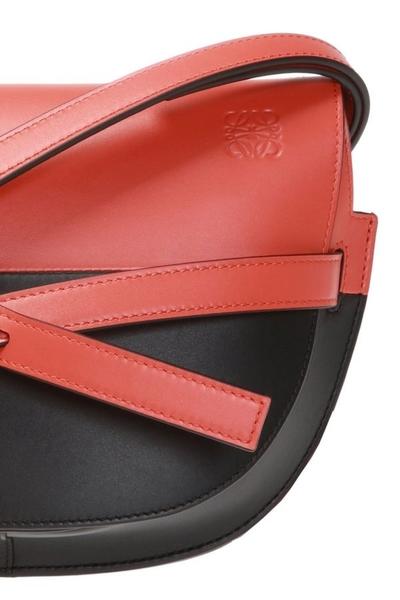 ■專櫃6折 ■Loewe全新真品  馬鞍型小款 Gate 小牛皮 緞帶斜背包 紅黑配色