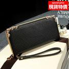 黑色皮夾-現貨販售- 亮面紋路長夾手拿包包 附手腕帶-寶來小舖 A853黑色