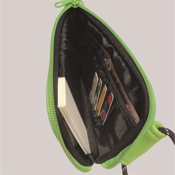 agnes b. SPECIAL BOOK:附隨身小包&金屬別針(每冊隨機附贈兩款)