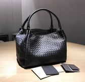 ■現貨在台■專櫃65折☆全新真品Bottega Veneta 222322 Intrecciato 小羊皮 Parachute編織包     黑色