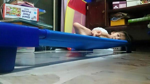 【EASY BABY】兒童高透氣網布地板床(預防背部濕疹涼爽透氣戒尿布首選)