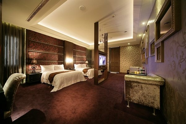 【台中】杜拜風情時尚旅館-麗緻溫馨4人房住宿券(2013)